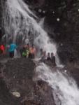 Le groupe de marcheur à la cascade