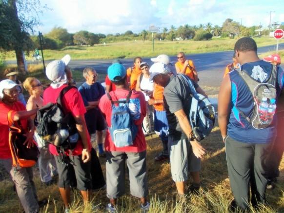Les partants de la trace des falaises au départ de la randonnée