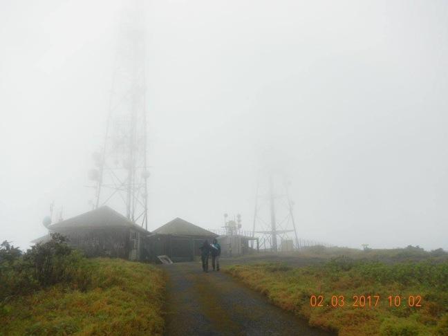 Les antennes de la citerne annoncent la fin des difficultés de cette randonnée.