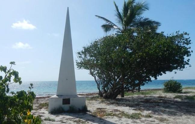 Stèle de la plage des salines